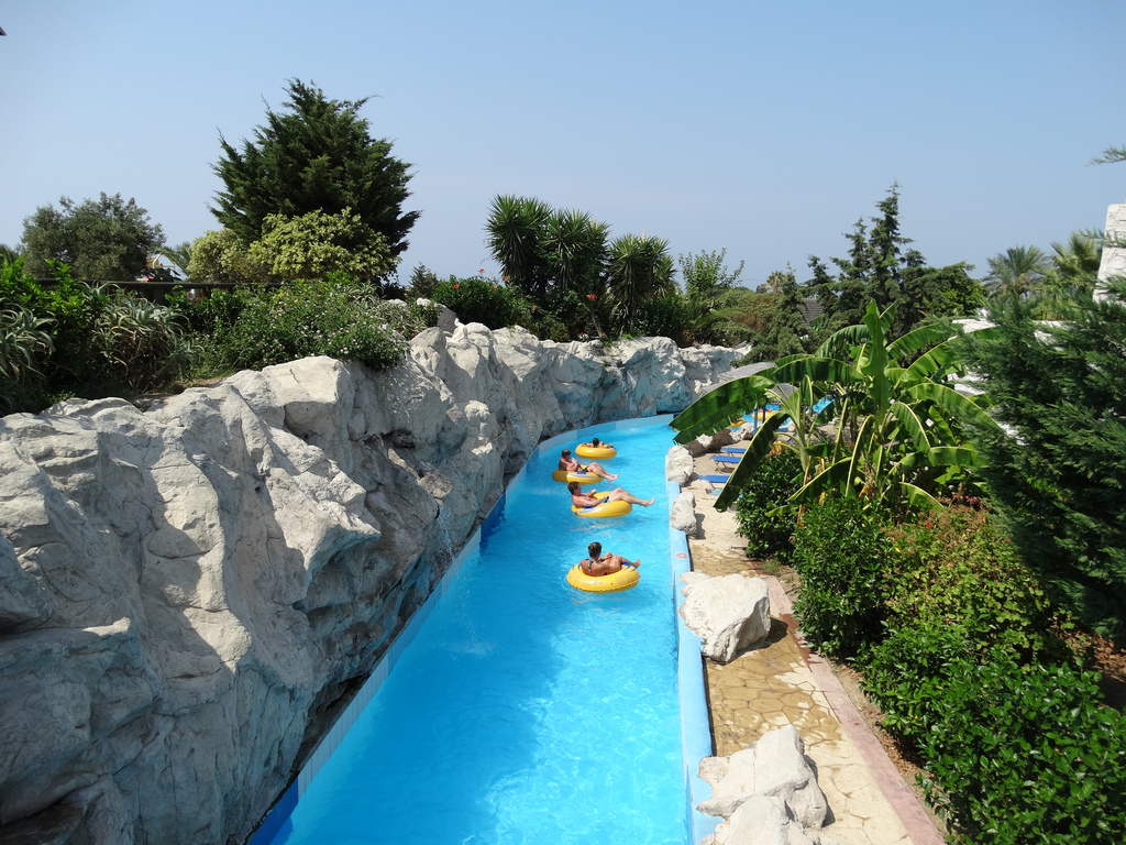 Lido Water Park: Transfer and Admission Ticket